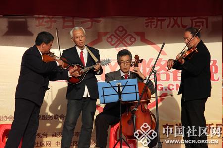 器乐合奏《茉莉花》用大提琴,萨克斯等西洋乐器演奏出清水源社区居民